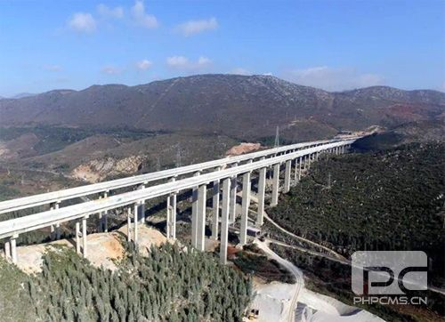 云南蒙文砚高速周中寨大桥
